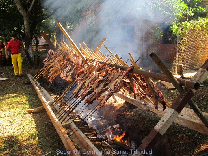 Asado a la estaca. Foto: www.bomberosvoluntarios.org.py